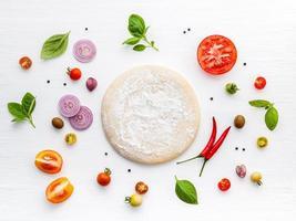 verse pizza-ingrediënten geïsoleerd