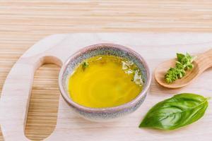 aromatherapie kom op een snijplank