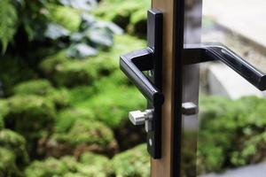 deurklink met slot foto