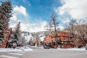 Colorado Springs, CO 2018- uitzicht op het stadscentrum na wintersneeuw