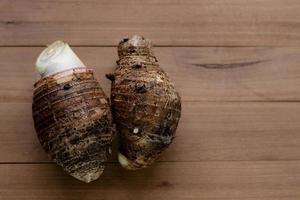 taro op houten tafel achtergrond foto