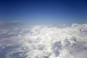 boven de witte wolken