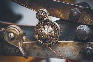 close-up van een schoennaaimachine