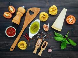 verse ingrediënten van de pastamaaltijd foto