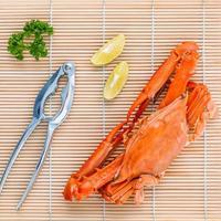 krab met limoen en peterselie