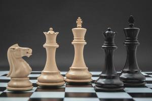 schaakbord met stukken foto