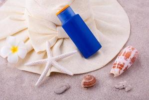 zomerse setting met lotion