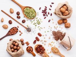peulvruchten en noten bovenaanzicht foto