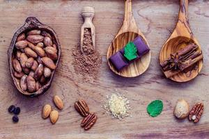 dessertingrediënten op armoedig hout foto