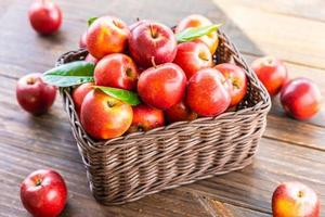 rode appels in de mand foto