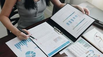 zakenvrouw werken in financiën
