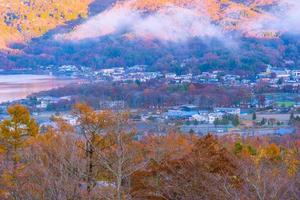 mooi landschap bij meer yamanakako, japan foto