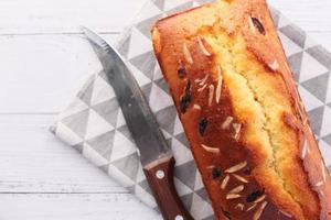 bovenaanzicht van zelfgemaakte cake op tafel foto