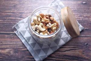 gemengde noten in een pot