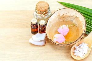 aromatherapiebehandeling met etherische oliën foto