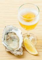 oester en wijn foto
