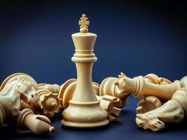 schaakconcept op blauw foto