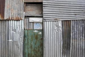 oude metalen plaat gevel