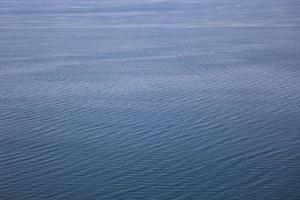 kalm wateroppervlak foto