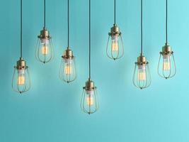 zeven vintage lampen die aan het plafond hangen met een blauwe muur in 3D-rendering