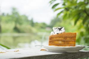 Thaise theecake op een houten tafel