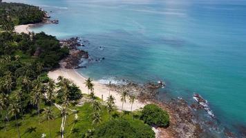 luchtfoto van geheim strand in krabi, thailand