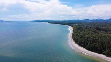 luchtfoto van de zee in thailand foto