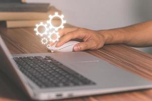 versnelling symbool van het werken met de computer