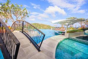 zwembad bij crest resort en poolvilla's en resorts, phuket, thailand, 2017 foto