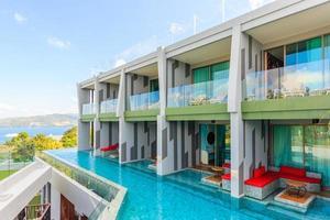 crest resort en zwembadvilla's en resorts, eiland phuket, thailand, 2017