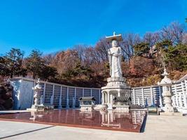 boeddhistisch standbeeld in bongeunsa-tempel in de stad van seoel, zuid-korea foto