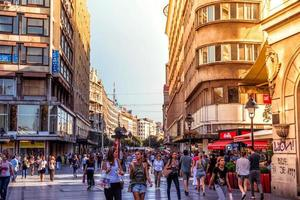 Belgrado, Servië - 2015 Knez Mihailova Street, de belangrijkste winkelstraat van Belgrado foto