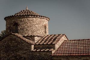 mediterrane kerk op het dak foto