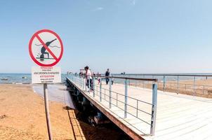 larnaca, cyprus. 8 april 2012 - pier op kasteelplein foto