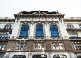 Belgrado, Servië 2015 - gevelfragment van de Servische Academie van Wetenschappen en Kunsten, een nationale academie en de meest prominente academische instelling foto