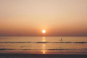 tropische natuur strand zonsondergang foto