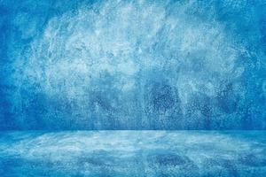 blauwe cementstudio en showroomachtergrond voor productvertoning of presentatie foto