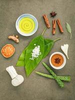plat leggen van biologische spa-ingrediënten foto