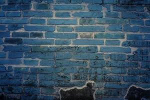 donkerblauwe bakstenen muur voor achtergrond of textuur foto