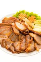 geroosterd bbq rood varkensvlees met zoete saus foto