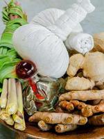 items voor spabehandelingen met kruiden foto
