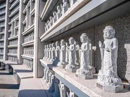 boeddhistische standbeelden in bongeunsa-tempel, de stad van seoel, zuid-korea foto