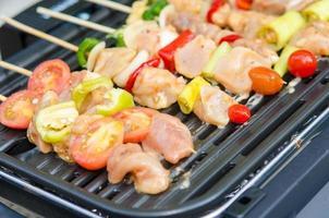 shish kebabs op een grill foto