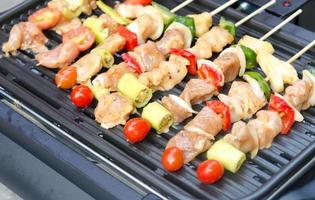 kebabs op een barbecue foto