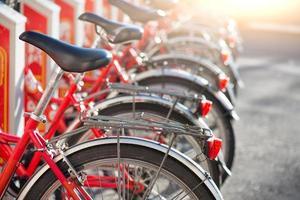 fietsen in gebruik in de stad foto
