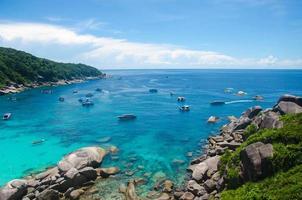similan-eilanden, thailand, 2020 - boten op het water