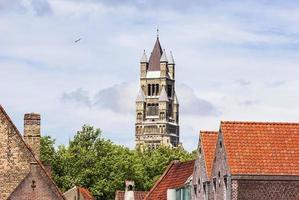 uitzicht op de kathedraal van saint salvator in de oude binnenstad van brugge, belgië foto