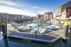 haven van llanes, asturias, spanje foto