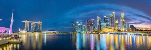 Singapore financiële districtshorizon bij Marina Bay foto