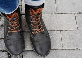 oude in elkaar geslagen schoenen foto